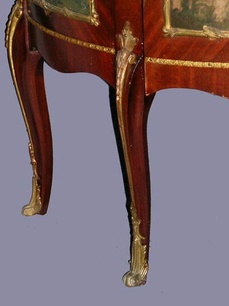 antique louis xv vitrine in mahogany ormolu. Black Bedroom Furniture Sets. Home Design Ideas